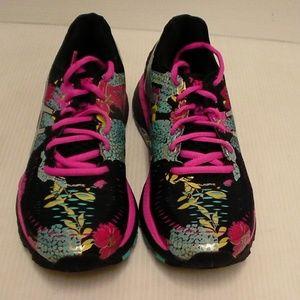 Women Asics gel kayano 23 black pink size 6 us